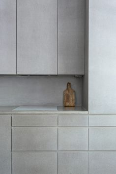 May 2020 - Inspiration for lovely light Scandi kitchens, featuring lots of open shelving ideas, grey units, metro tiles and clever space saving ideas. See more ideas about Minimalist kitchen, Kitchen design and Kitchen interior. Modern Kitchen Interiors, Modern Kitchen Design, Interior Design Kitchen, Home Design, Design Bathroom, Small Bathroom, Grey Kitchens, Home Kitchens, Kitchen Grey