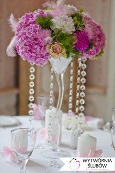 hortensje, piórka, kryształki, wazon martini, dekoracje ślubne, dekoracja sali weselnej, hydrangeas, feather, crystal, martini vase, wedding decoration , wedding hall