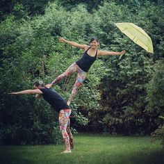 Free Circus jam tonight at Ottawa City Hall from 7-9pm! :) If it rains we'll be playing inside the building. Come and play!  by @learnphotographycalgary  #Acroyoga #AcroyogaOttawa #PartnerAcrobatics #PartnerYoga #Yoga #Instayoga #Leggings #Meggings #Fun #Play #Fun #Smile #Cute #SmileyOm #Counterbalance #Trust #Flag #Friends