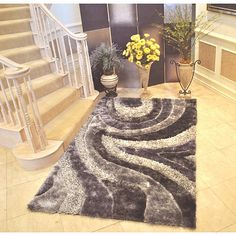 Add panache to your home decor with this contemporary grey area rug from EverRouge. This soft and luxuriant rug features a thick pile of polyester silk and a cotton backing, as well as a lovely abstract design.