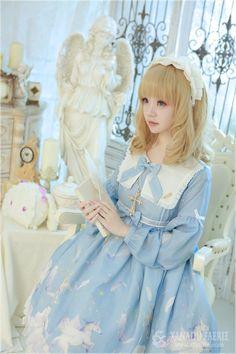 Cute Kawaii Lolita Dress / Headband / Lolita Girl / Fashion Photography / Cosplay // ♥ More at: https://www.pinterest.com/lDarkWonderland/