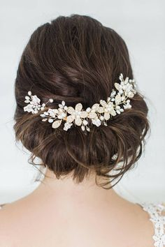 Gold Wedding Hair Comb & Hair pin Set This comb set is so beautiful, it includes the comb and two matching hair pins for more creative styling. It is handcrafted with genuine freshwater pearls, imitation pearls and Preciosa crystal navettes. Available in silver or gold. ♥ COLOR: