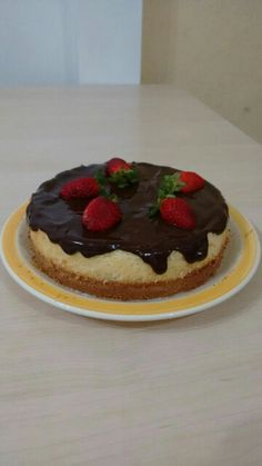 cheesecake com chocolate e morango