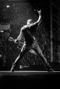 Go to a Metallica concert *DONE* October Genting Arena, Birmingham Metallica Tattoo, Metallica Concert, Metallica Art, James Metallica, Metallica Albums, James Hetfield, Rock Band Posters, Rock Poster, Hard Rock