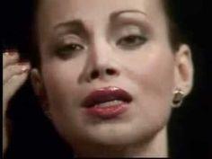 """""""No llores por mí, Argentina"""" es la canción más conocida del musical Evita, creado en 1978 por Andrew Lloyd Webber (música) y Tim Rice (letras). El tema representa un emotivo discurso de Evita en el balcón de la Casa Rosada, frente a las masas de descamisados, tras ganar Perón las elecciones presidenciales de 1946 y convertirse ella en la Primera Dama de la Argentina."""