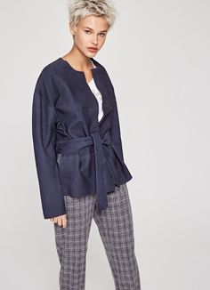 Don't miss out on women's coats & jackets of the new season at Pepe Jeans London. The trendiest trench coats, pochos or leather jackets. Pepe Jeans, Coats For Women, Hooded Jacket, Leather Jacket, Jackets, Collection, Fashion, Pea Coats Women, Jacket With Hoodie