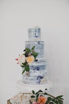 Trying to channel the upcoming Winter vibes for your wedding? Check out this quintessential dark and moody Winter wedding inspiration shoot! Cold Wedding, Mumu Wedding, Diy Wedding, Wedding Reception, Wedding Ideas, Different Wedding Cakes, January Wedding, Wedding Paper Divas, Wedding Sweets
