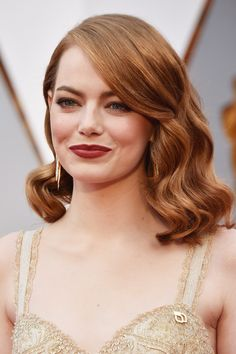 Emma Stone Photos Photos - Actor Emma Stone attends the 89th Annual Academy Awards at Hollywood & Highland Center on February 26, 2017 in Hollywood, California. - 89th Annual Academy Awards - Arrivals