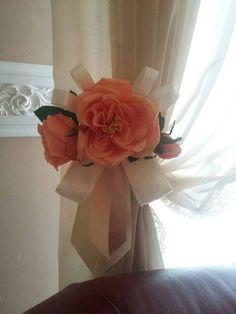 Calamita con fiori nastri e merletto