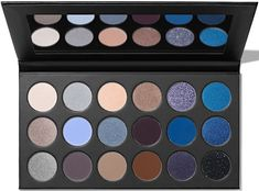 Steal the scene in powerfully-pigmented, dramatic blues that wanna live in the spotlight with the Morphe Blue Ya Away Artistry Palette. Get ready for a standing ovation. Makeup Goals, Beauty Makeup, Platinum Grey, Blue Eyeshadow, Drugstore Makeup, Cosmetology, Electric Blue, Morphe, Bath And Body