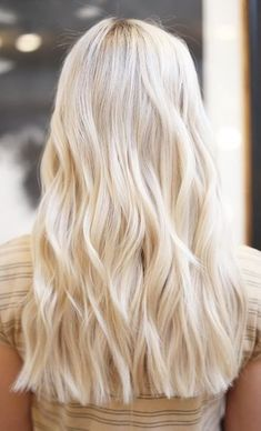 Pure Platinum Color - 20 Beautiful Winter Hair Color Ideas for Blondes - Photos