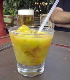Roska de Umbu-Cajá Lafayette. (Tropical drink with fruit and vodka)