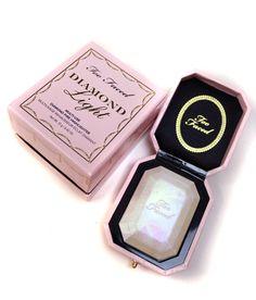 Diamond Light o iluminador Diamante da Too Faced www. Too Faced Lip Gloss, Too Faced Lipstick, Too Faced Makeup, Too Faced Blush, Too Faced Peach, Too Faced Highlighter, Too Faced Concealer, Too Faced Palette, Eye Palette