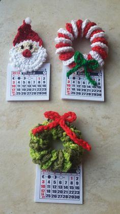 SOUVENIRS IMÁN NAVIDAD Crochet Christmas Wreath, Holiday Crochet, Crochet Home, Christmas Items, Christmas Angels, Christmas Wreaths, Christmas Crafts, Crochet Leaf Patterns, Crochet Leaves