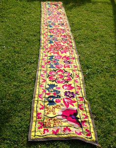 Suzani Boho-Chic Vintage Embroidery Bedspread, Antique Silk Floral Bed Covers, Suzani Textiles, Uzbek Wall Hangings, Ethnic Tapestry, Hand-embroidered Tablecloths and Throws