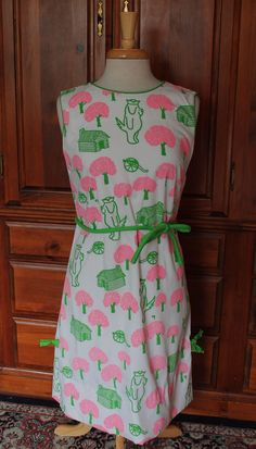 Vintage 70s The Vested Gentress Pink Green Dog Valley Forge Novelty Dress Small #TheVestedGentress #NoveltyDress #Novelty #NoveltyPrint #Dog #PinkAndGreen #Pink #Green #ValleyForge #Vintage #Dress #1970s #70s #70sFashion #Kitsch #Kitschy #VestedGentress #Whimsical