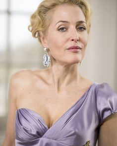 gillian-anderson-new-war-peace-promo-03.jpg (3118×3900)