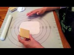 How to use a mold for fondant and creating an impression on fondant