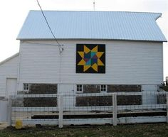 Quilt Barn - 15-46-04Notes:  Photo by Donna Day  Pattern: Flying Star  Location:  Address 2355 Lone Tree Road Humboldt  Owner Garold and Susan Schulze  Humboldt Co - IA