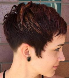Brown Pixie With Highlights Very Short Pixie Cuts, Super Short Pixie, Best Pixie Cuts, Short Layered Haircuts, Hairstyles Haircuts, Cool Hairstyles, Brown Hairstyles, Shaved Hairstyles, Baddie Hairstyles