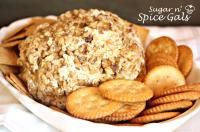 Bacon and Ranch Cheese Ball from Sugar n' Spice Gals looks amazing!