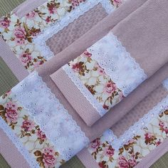 Guest Towels, Tea Towels, Luxury Bedspreads, Diy Gifts, Handmade Gifts, Sewing Crafts, Sewing Projects, Towel Embroidery, Towel Crafts