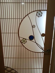 オリジナル建具を製作いています。 ステンドグラスと組子を合わせた建具など 全国建具展示会長野大会で内閣総理大臣賞をいただきました。