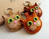 Wool Felt Brown cat keychain, Tabby cat keychain, Ginger cat gift, Orange cat lover gift for Cat person, Natural Beige Cat Keyring
