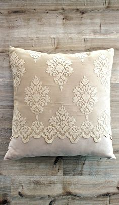 Inspirational thoughts that we completely love! Diy Pillow Covers, Bed Covers, Cushion Covers, Sewing Pillows, Diy Pillows, Decorative Throw Pillows, Teen Bedroom Designs, Ideas Hogar, Embroidered Cushions
