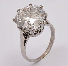 c0afe2a6c8a5c Anel de platina com diamante solitario de aprox. 5,67 ct. Peso 4,6 g.