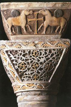 San Vital de Rávena, detalle de un capitel bizantino con cimacio.