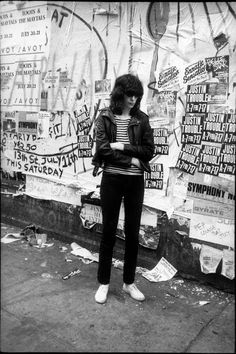 Joey Ramone at St. Mark's Place in New York City, Photo by Godlis. Joey Ramone, Ramones, Punk Rock, Cbgb New York, Beatles, St Marks Place, Historia Do Rock, 1970s Music, Places In New York