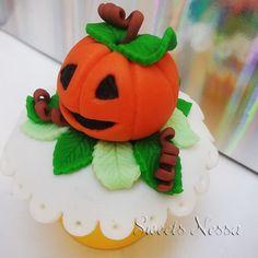 Halloween | Sweets Nessa | Elo7 Modelagem em fondant o divertido tema Halloween deixa esse cupcake ainda mais bonito além de delicioso!