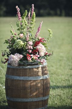 New garden wedding altar wine barrels ideas Rustic Wedding Backdrops, Wedding Altars, Double Wedding, Trendy Wedding, Altar Decorations, Wedding Decorations, Spring Decorations, Centerpieces, Williamsburg Winery
