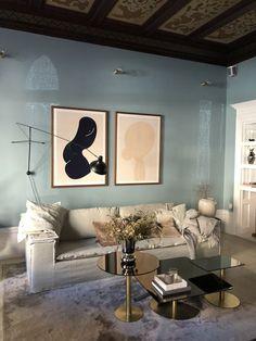 Petra Tungarden soffa vardagsrum Residential Interior Design, Home Interior Design, Interior And Exterior, Living Room Inspiration, Interior Inspiration, Bohemian House, Fireplace Design, Grey Walls, Colorful Interiors