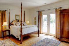 Alsace has a nice four-poster high bed and a private balcony with a sweeping view of the east side of the property. The room is complete with a gas fireplace (seasonal) and a private bathroom with a full tub. Virginia Beach