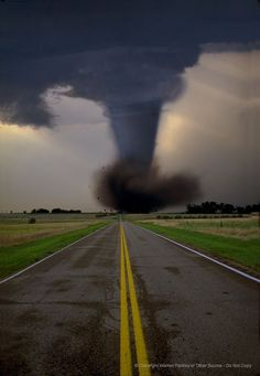 I live in Tornado Alley. I really want a storm shelter! Tornados, Thunderstorms, Natural Phenomena, Natural Disasters, Fuerza Natural, Cool Pictures, Cool Photos, Wild Weather, Royalty Free Pictures