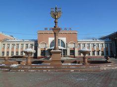 Le Birobidjan Loblast de 36 000 km² se trouve sur la rive gauche du fleuve Amour qui marque une part importante de la frontière russo-chinoise, directement en amont de ville de Khabarovsk. Le fleuve marque également la limite entre loblast...