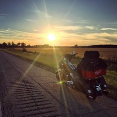 This sight never gets old  #sunset #epic #openroad #freedom #america #gypsybiker #harleywomen #bikerbabe #womenwhoride #harleydavidson #streetglide #milwaukeetools #travel #adventure #explore
