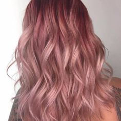 The ombre hair trend has been seducing for some seasons now. More discreet than tie and dye, less classic than sweeping, this new technique of hair. Hair Color And Cut, Hair Color Purple, Hot Hair Colors, Ombre Hair, Blond Rose, Cabelo Rose Gold, Light Red Hair, Pastel Pink Hair, Strawberry Blonde Hair