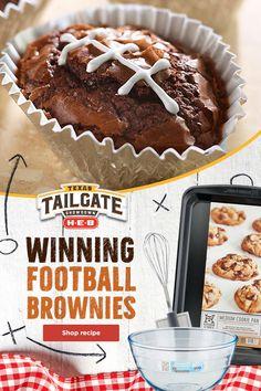 Football Brownies, Football Treats, Brownie Bites Recipe, Brownie Recipes, Tailgate Food, Football Tailgate, Football Season, Decorated Brownies, Baking Cups