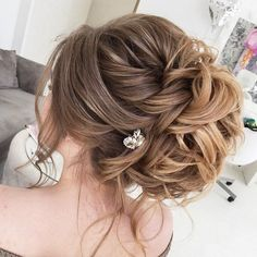 Bridal Hairstyles : Long wedding updos and hairstyles from Elstile #wedding #weddinghairstyles #wedd