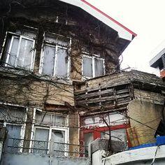 .@noconcept | 주인 잃은지 오래된 집. | Webstagram