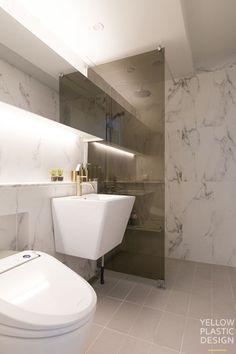 위치: 서울 서초구 잠원동 롯데캐슬 갤럭시 1차 주거형태: 아파트면적: 140㎡ (구 43평)가족구성: 실버 부... Bathroom Floor Plans, Bathroom Flooring, Bed & Bath, Bath Room, Studio Apartment, Dressing Room, Toilet, Kitchen Cabinets, Bathtub