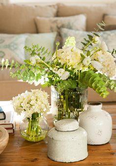 Ramos de narcisos blancos, hortensias y eucalipto gris 00427700