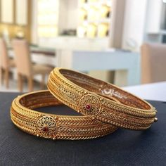 Gold Bangles Design, Gold Jewellery Design, Gold Jewelry, Antique Jewellery Designs, Jewelry Design Earrings, Womens Jewelry Rings, Bracelets, Wedding, Antique Jewelry