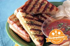 Mexican Grilled Cheese Sandwiches with Salsa for Dipping.looks tasty and easy. Yummy Eats, Yummy Food, Tasty, Tillamook Cheese, My Favorite Food, Favorite Recipes, Wrap Recipes, Yummy Recipes, Soup And Sandwich