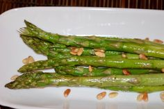 Asparagus, Nom Nom, Chili, Meals, Vegetables, Food, Juni, Stuffed Zucchini Recipes, Delicious Dishes