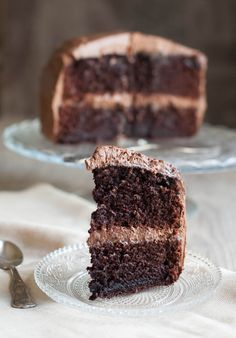 Chocolate Cake with Chocolate Cream Cheese Frosting, Easy and Gorgeous - The Foodie Corner Chocolate Cream Cheese Frosting, Tasty Chocolate Cake, Chocolate Ice Cream, Cake With Cream Cheese, Let Them Eat Cake, Cupcake Cakes, Cupcakes, Delicious Desserts, Sweets