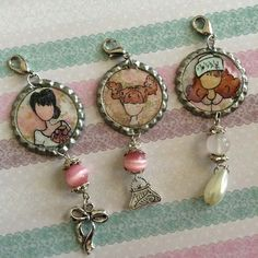 Bottle Cap Charms created by Bona Rivera-Tran. Bottle Cap Jewelry, Bottle Cap Necklace, Bottle Cap Art, Bottle Cap Images, Diy Necklace, Bottle Cap Projects, Bottle Cap Crafts, Diy Bottle, Wire Crafts